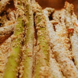 Baked Asparagus Fries with Garlic Aioli Sauce