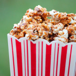 Gingerbread Caramel Popcorn #SweetEatsHolidayTreats