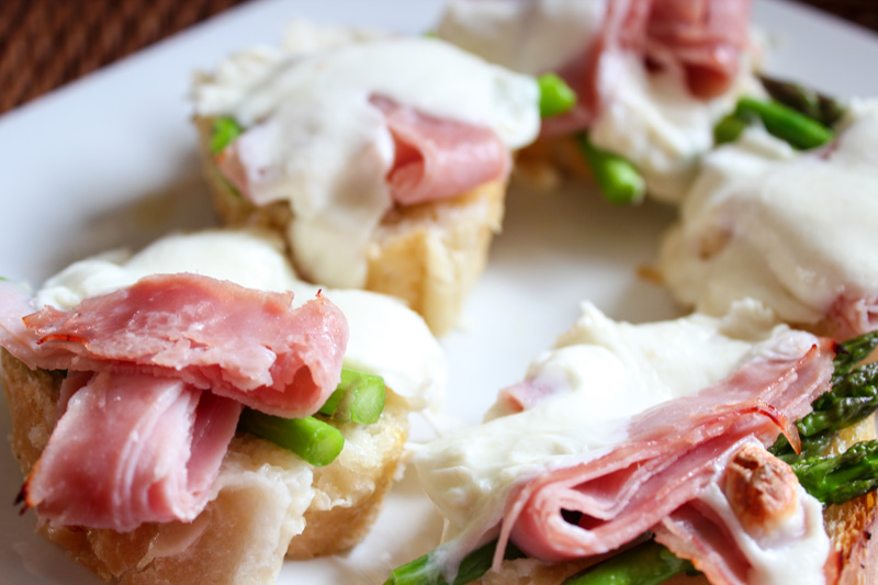 Asparagus Brie and Ham Crostini