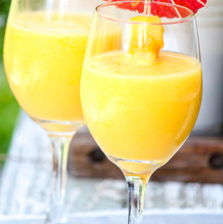 Wine Smoothie with Mango and Pineapple
