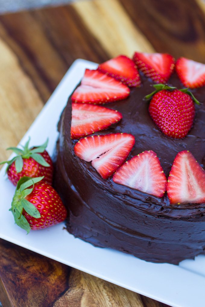 how to make chocolate layer cake with strawberries