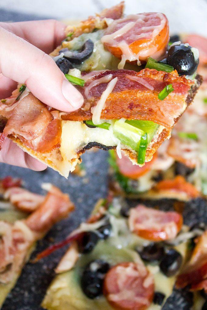 Loaded Skillet White Pesto Pizza #SundaySupper