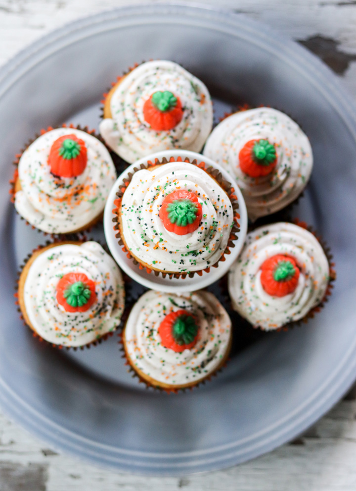Pumpkin Spice Cupcakes with Cinnamon Cream Cheese Frosting #pumpkinweek