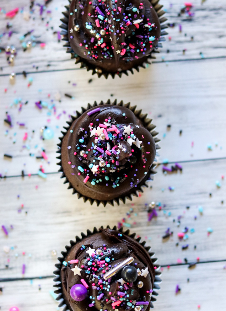 Easy Dark Chocolate Galaxy Cupcakes