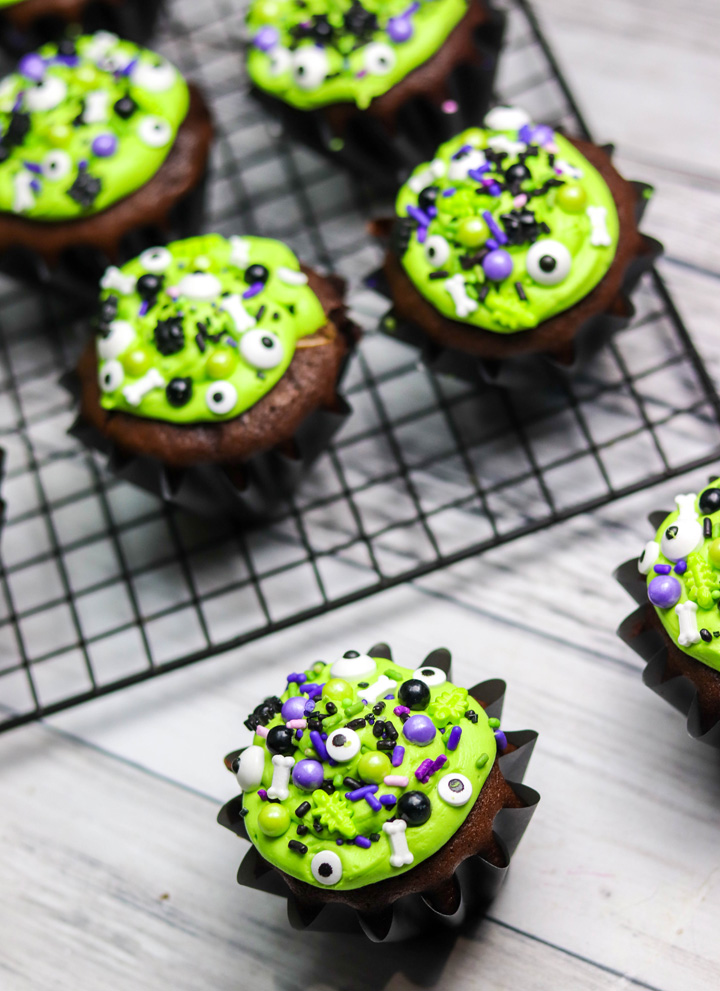 Black Cauldron Halloween Cupcakes
